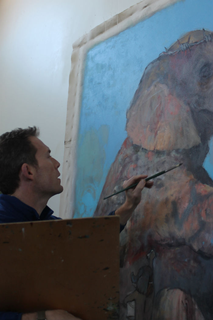 Julyan Davis at work (elephant) 700